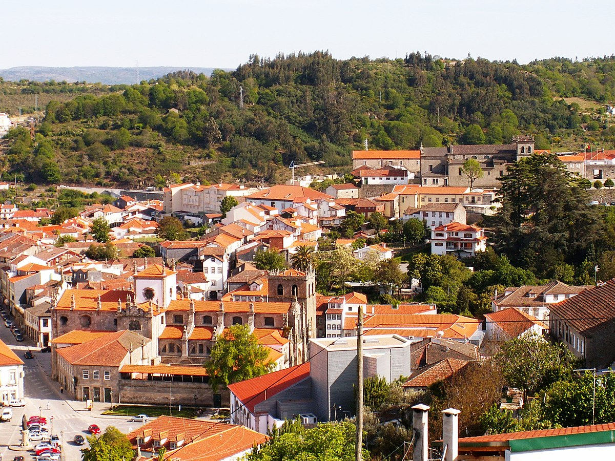 1200px-A_view_over_Lamego_(5046322759)